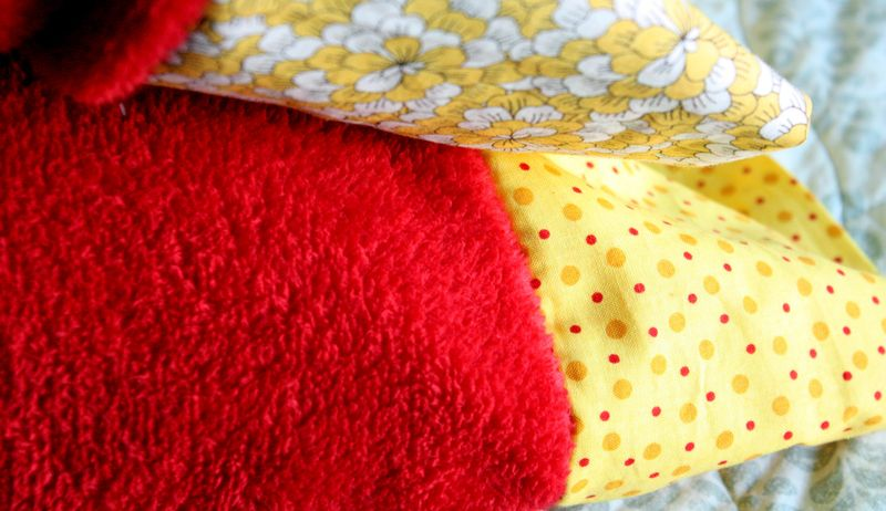 Just Make Stuff Blog...Homemade Pillowcases